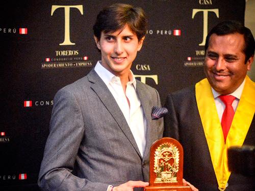 Roca Rey gana el Escapulario de Oro en Lima