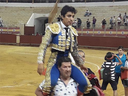 Leo Valadez sale a hombros en Almería