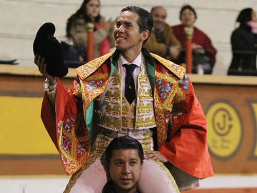 Diego Silveti sale a hombros en Huamantla