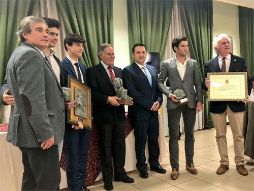 Premian por partida doble a Pepe Garrido