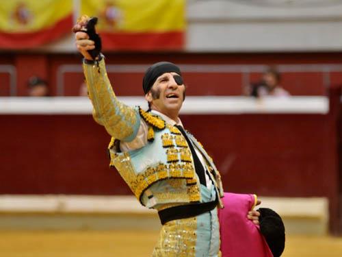 Padilla corta una oreja en Logroño