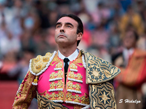 Enrique Ponce encabeza el cartel de La Chona