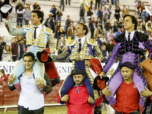 Todos salen a hombros en León