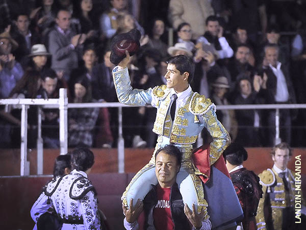 Luis David, a hombros en Rincón de Romos