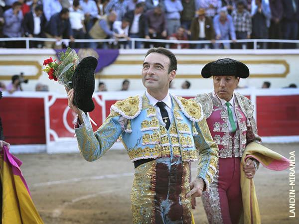 Ponce y Joselito cortan oreja en La Chona