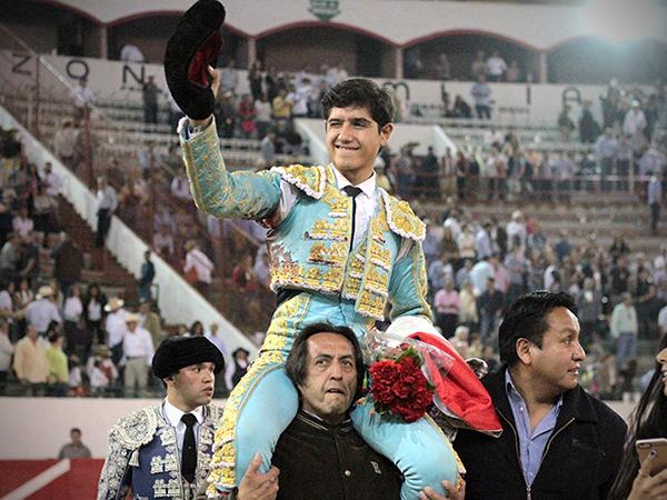 Luis David Adame triunfa en GDL