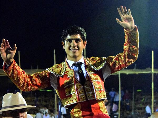 Luis David corta tres orejas en La Petatera
