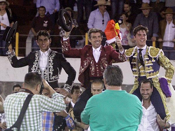 Hermoso, Pimentel y Alvaro, a hombros en Alpuyeca