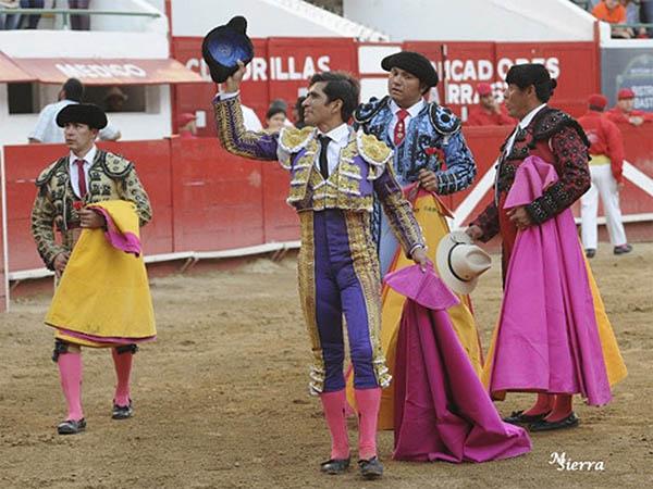 Joselito y Hermoso pasean sendas orejas en GDL