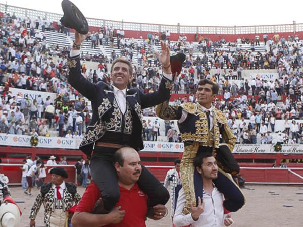 Pablo y Joselito, a hombros en Monterrey