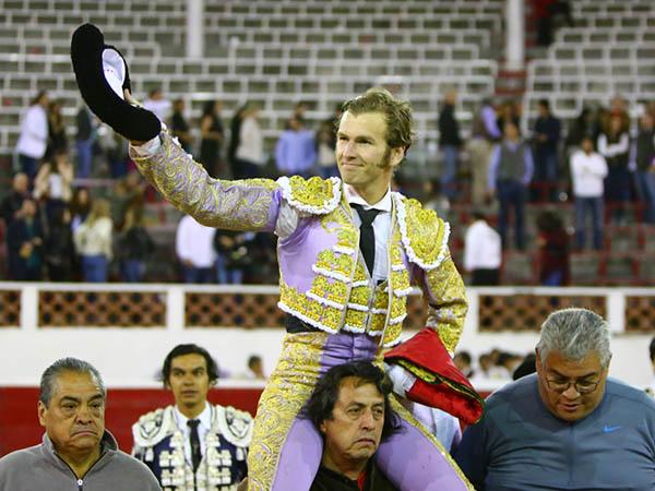 El Payo corta sendas orejas en Querétaro