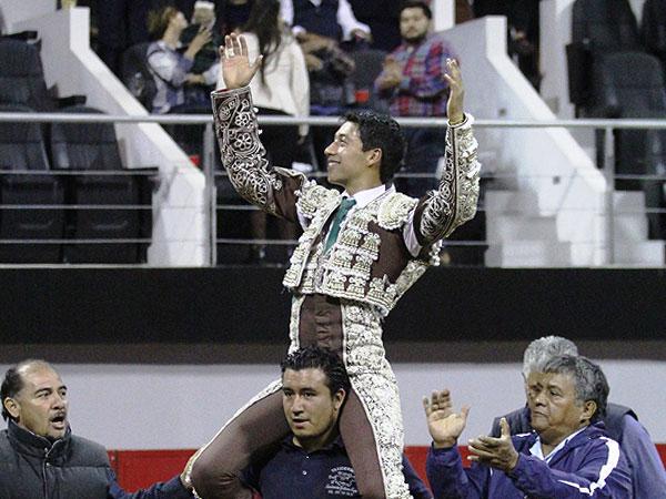 Sergio Flores triunfa en la corrida de Puebla