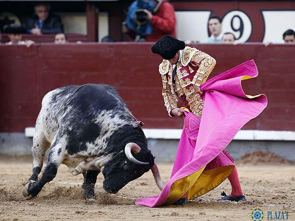 Morenito corta la primera oreja de San Isidro
