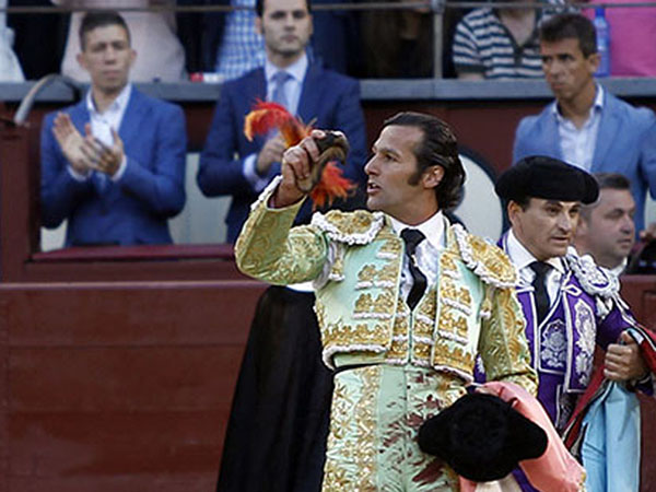 David Mora pasea una oreja en Madrid