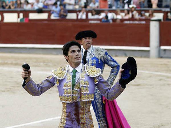 Juan Miguel pasea una oreja en Madrid