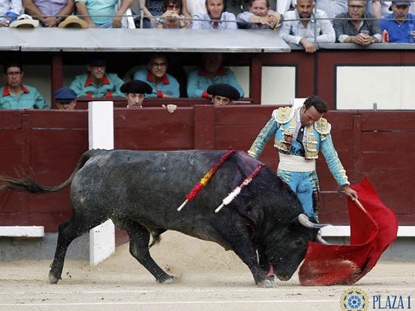 Antonio Ferrera escucha palmas en Madrid