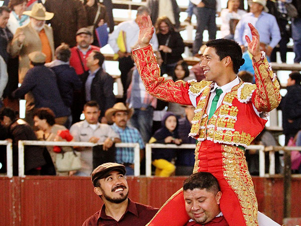 Sergio Flores triunfa en Santa Ana Chiautempan