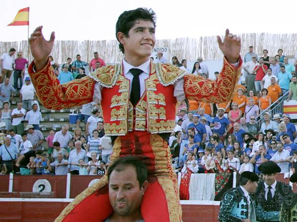 Luis David Adame triunfa en La Roda