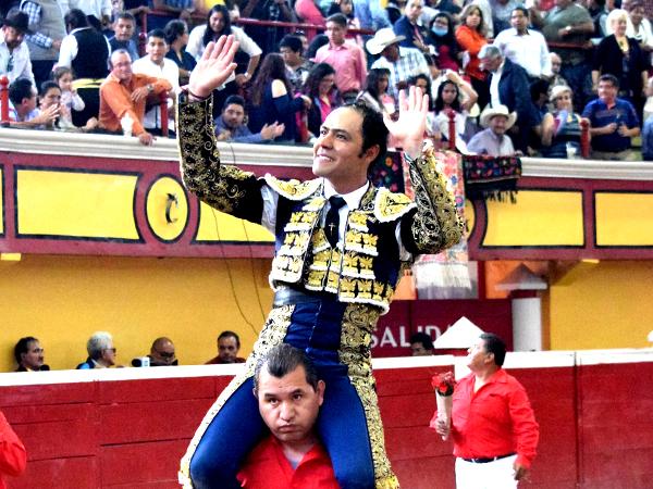 Angelino sale a hombros en Teziutlán