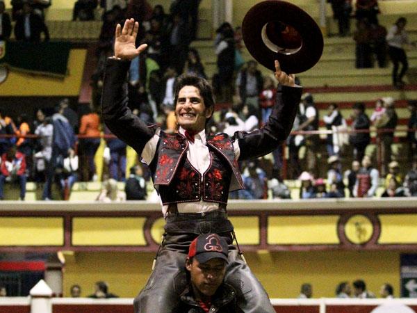 Emiliano Gamero sale a hombros en Teziutlán