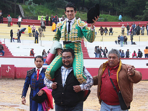 Calita sale a hombros en Atizapán