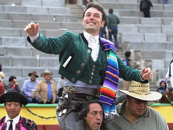Andy Cartagena sale a hombros en Apizaco