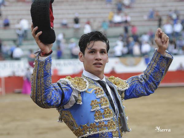 Ricardo de Santiago da una vuelta en GDL