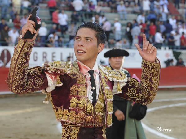 Pastor corta una oreja en Guadalajara