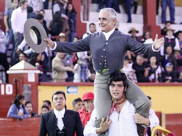 Rafaelillo, a hombros en el festival de Tlaxcala