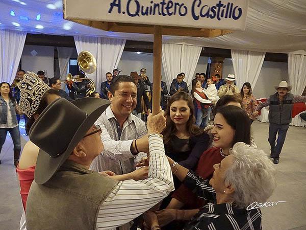 Alcalde de Autlán celebra aniversario de la peña