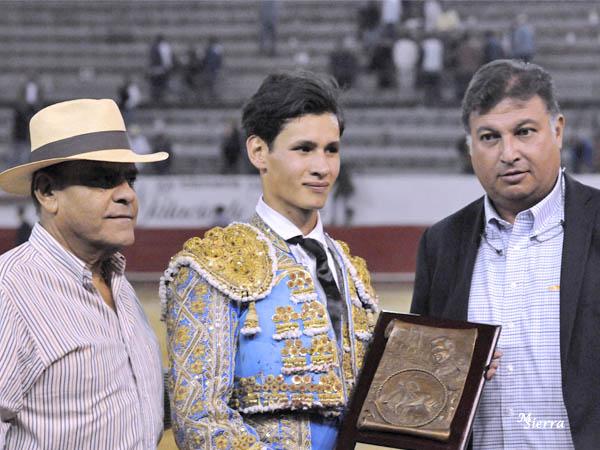 De Santiago triunfa en Guadalajara