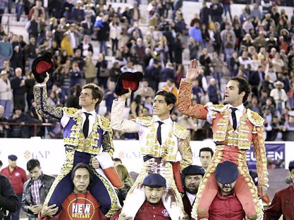 Corrida triunfal en León