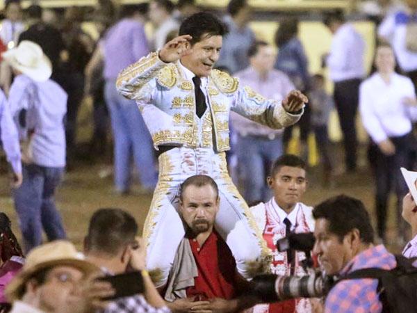 El Zapata corta dos orejas en La Petatera