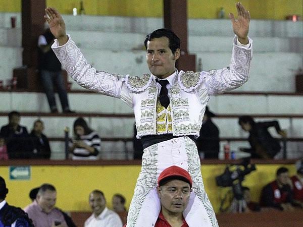 De Arriaga sale a hombros en Tlaxcala