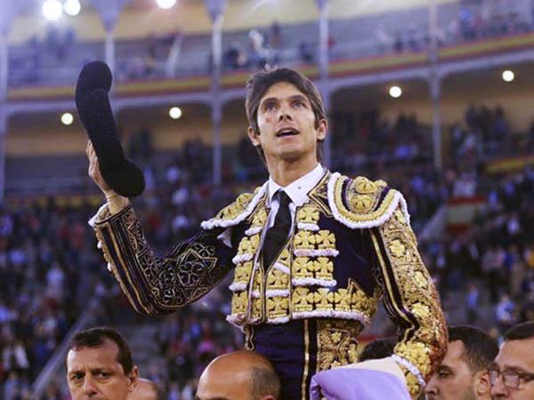 Castella abre la Puerta Grande de Madrid