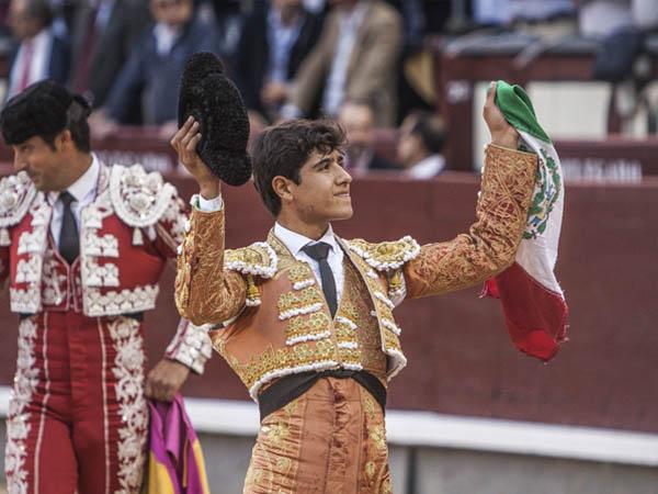 Luis David da una vuelta en Las Ventas