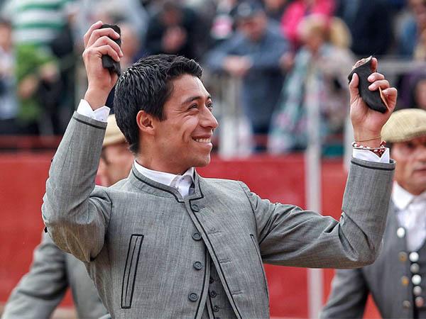 Sergio Flores corta dos orejas en El Escorial