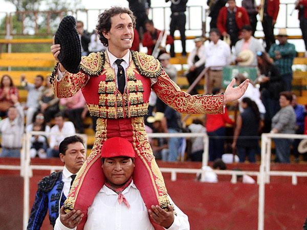 Ocaña Serrano triunfa en Mihuatlán