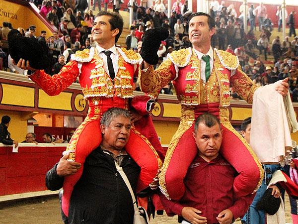 Jerónimo y Joselito, a hombros en Teziutlán