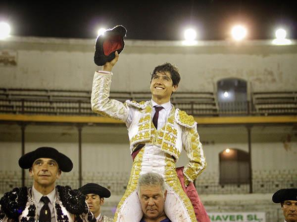 Luis David sale a hombros en Mérida