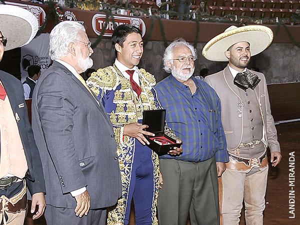 Sergio Flores gana el Escapulario de Plata