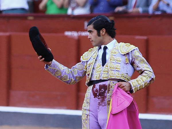 San Román saluda ovaciones en Salamanca