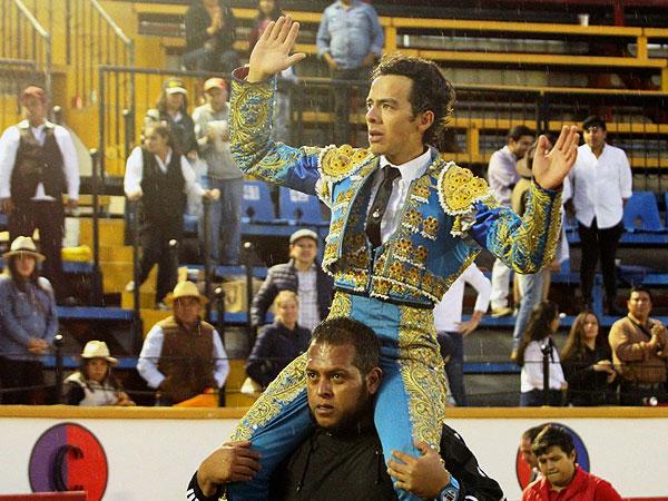Héctor Gabriel sale a hombros en Puebla