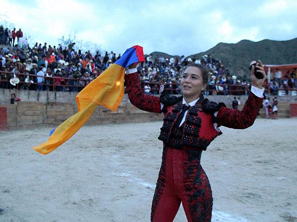 Rocío Morelli corta una oreja en Ixtacamaxtitlán