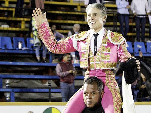 Pizarro sale a hombros en Puebla
