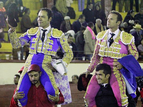 Ferrera y Angelino, a hombros en Tlaxcala