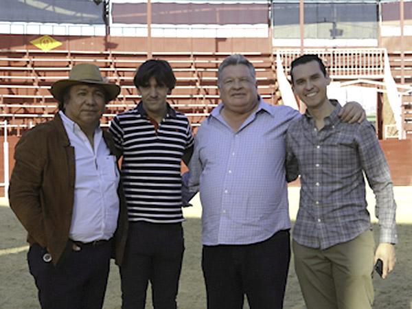 Ventura convive con aficionados en Tijuana
