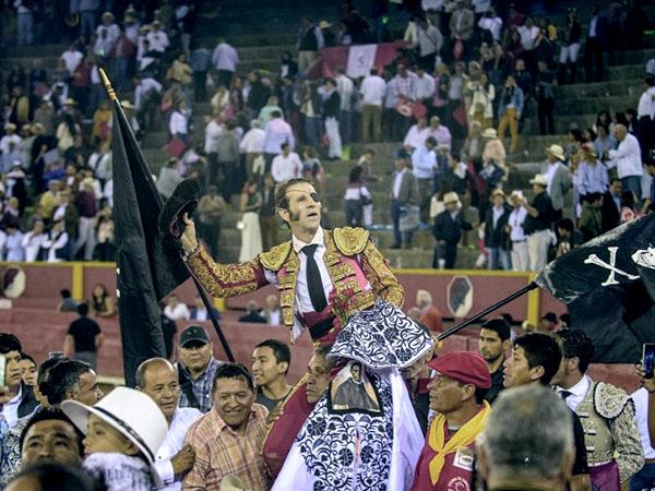 Padilla dice adiós a Lima a lo grande