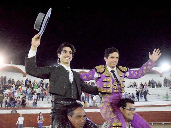 Zendejas y El Chihuahua, a hombros en Jiquilpan