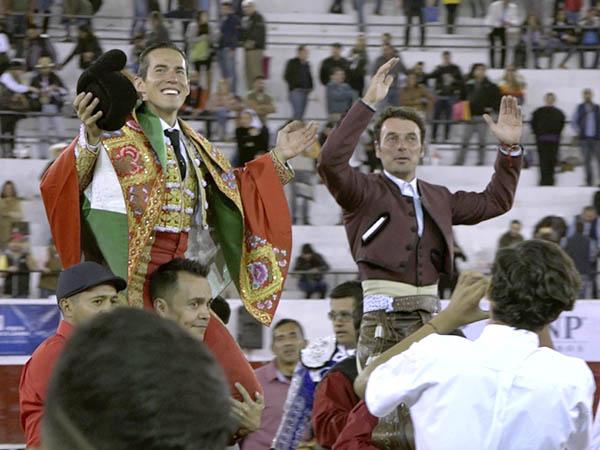 Silveti y Andy salen a hombros en León